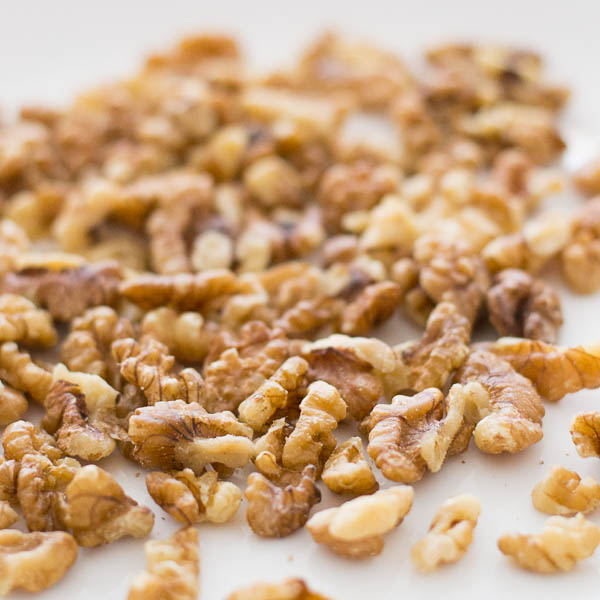How-to-toast-nuts-in-the-oven-and-the-stove-top-walnut |kannammacooks.com #walnut #toast #roast #essential #oils #crisp #nuts #nutty