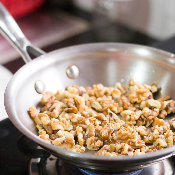 How-to-toast-nuts-in-the-oven-and-the-stove |kannammacooks.com #walnut #toast #roast #essential #oils #crisp #nuts #nutty