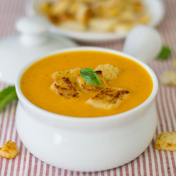 Tomato-soup-with-basil-classic-recipe